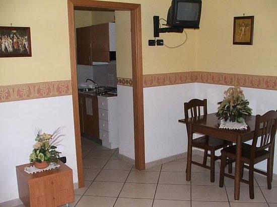 Fittacamere Villa Flora: camera con cucina