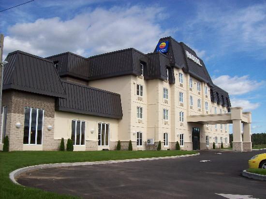 Lévis, Canada : Front of the hotel