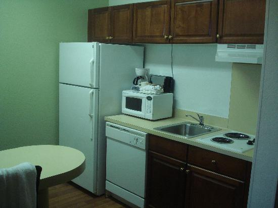 Extended Stay America - Fort Lauderdale - Cypress Creek - NW 6th Way: Kitchen area. Fridge, stove, and microwave. Impressive.