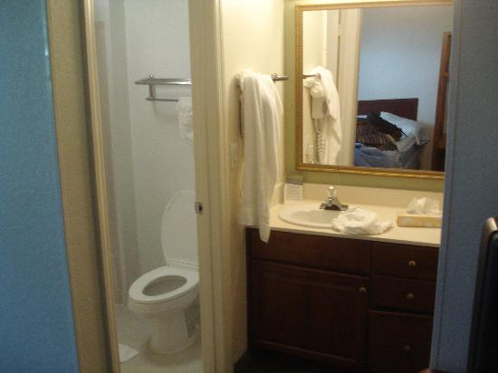 Extended Stay America - Fort Lauderdale - Cypress Creek - NW 6th Way: Big mirror with bathroom to the left.