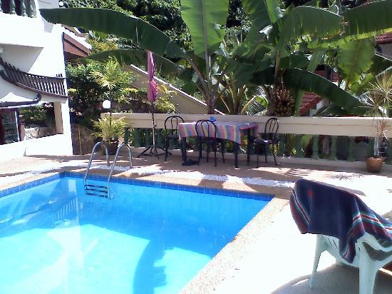 Andaman Villa Resort: Zona relax piscina