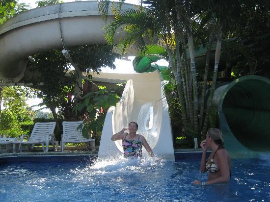 Amatique Bay Resort & Marina: slides