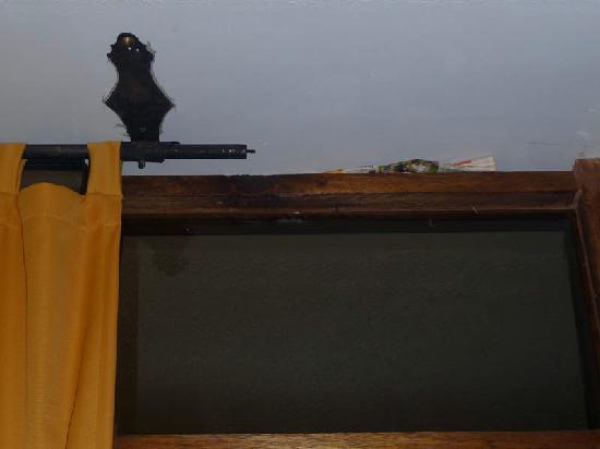 Inti Winaywayna: Newspaper stuffed in gap along ceiling