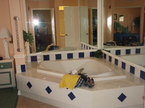 Master Bedroom Jacuzzi Tub - Picture of Sheraton Vistana ...