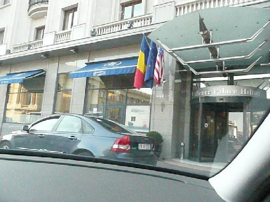 Athenee Palace Hilton Bucharest: front entry