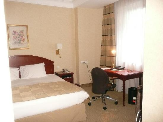 Athenee Palace Hilton Bucharest: bedroom
