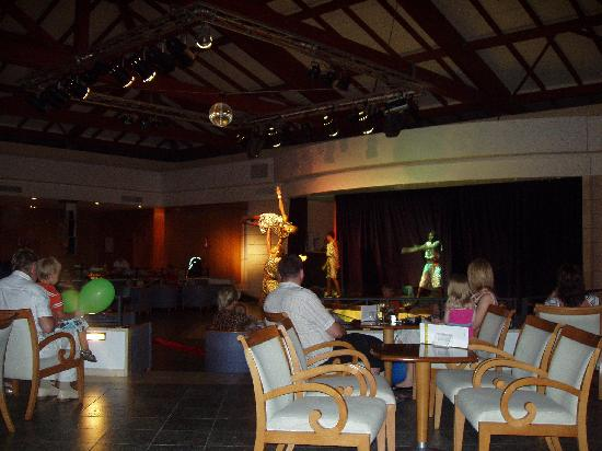 Prinsotel La Dorada: show at show bar