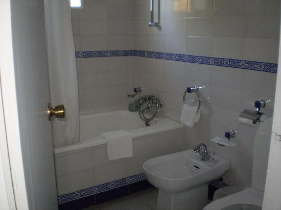 Hotel Cortijo Aguila Real: Bathroom