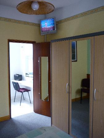 Hotel de France : chambre et télé
