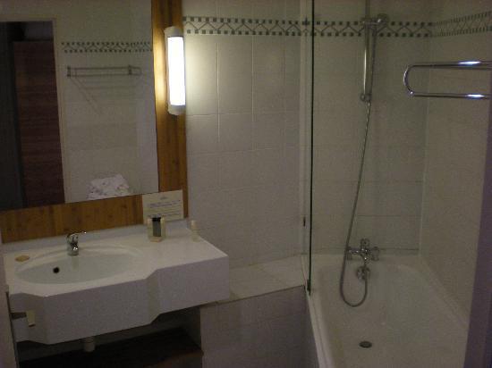Pierre & Vacances Village Club Hôtel de l'Esterel : Salle de bains