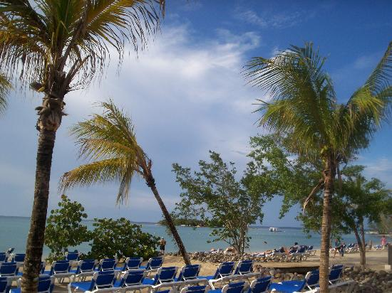 Hotel Riu Montego Bay: Partial view of the beach