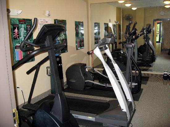 Holiday Inn Express Plainfield: work out room