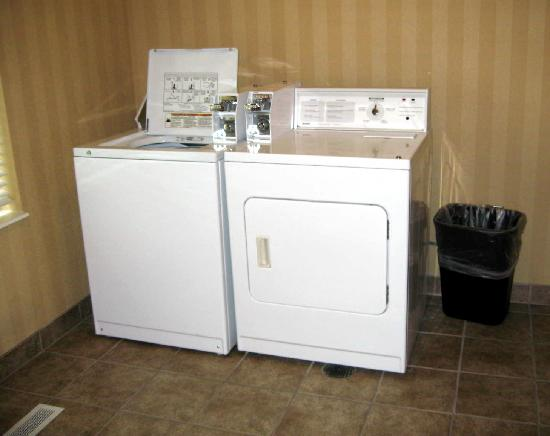 Holiday Inn Express Plainfield: coin-op laundry