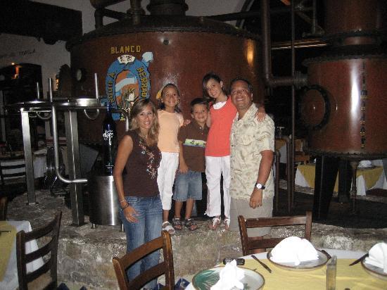 Casa Maya Cancun: La Destileria