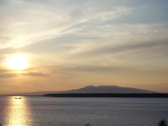 The Voyager Inn: View of Mt. Susitna--only a few blocks from the hotel