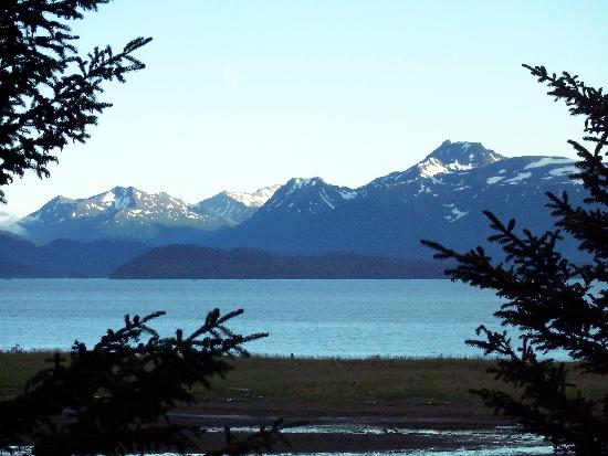 Bay Avenue Bed and Breakfast: View from our room across Kachemak Bay