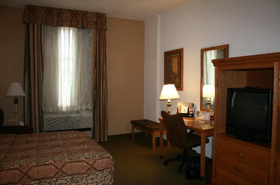 Drury Inn & Suites Lafayette: Bedroom