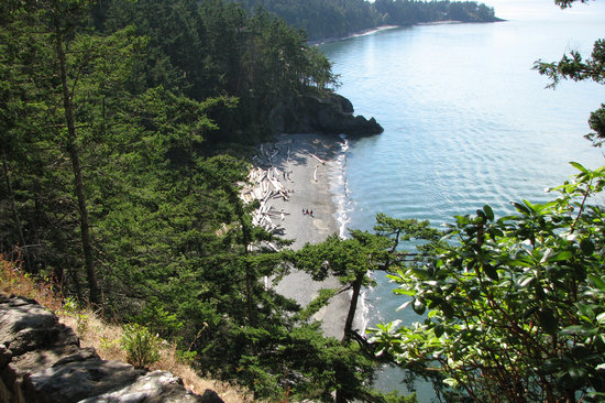 Oak Harbor, Вашингтон: North Beach as seen from trail to bridge