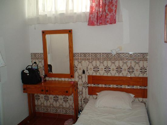 Pension Vila Bela : room 106/prison cell
