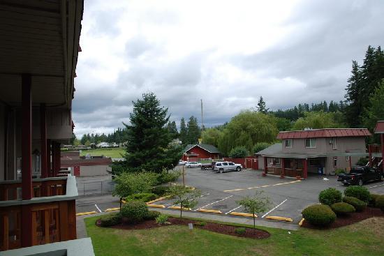 Cedars Inn Enumclaw: View to lobby