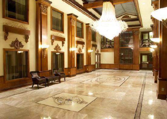 Woodbine Hotel & Suites : Courtyard area
