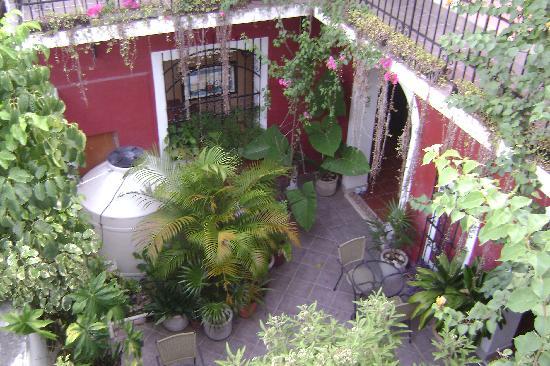 Hotel Julamis: Couryard