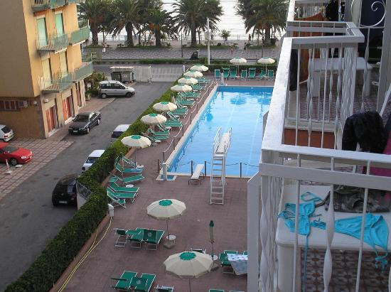 Pietra di Luna Hotel : Pool from balcony