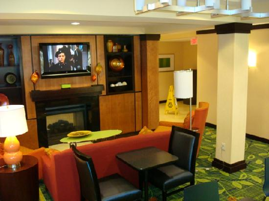 Fairfield Inn & Suites Omaha Downtown: Lobby Area