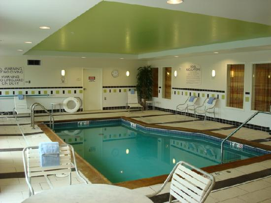 Fairfield Inn & Suites Omaha Downtown: Pool Area