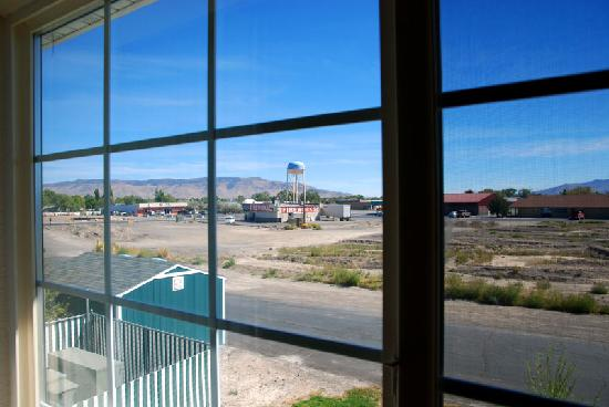 Super 8 Battle Mountain: View from the room on the back side