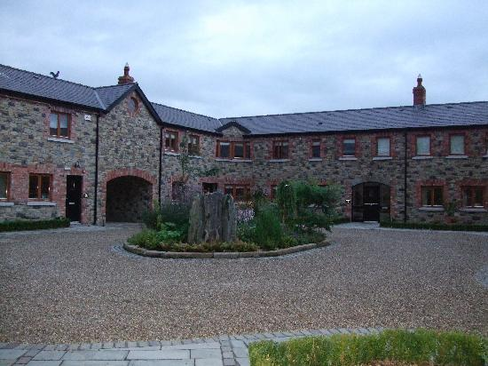 Decoy Country Cottages : The Courtyard