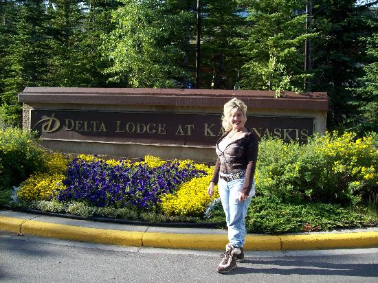 Delta Lodge Entrance  Picture of Delta Hotels by Marriott