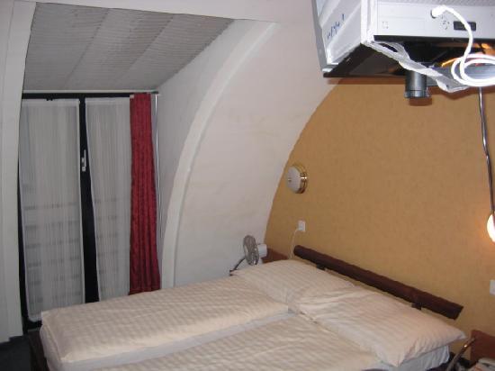 Hotel Falken - Luzern: bed