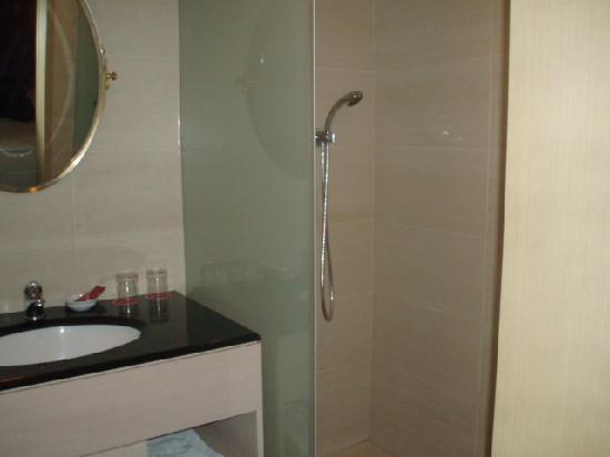 Charming Hotel : Bathroom - shower with rain bath