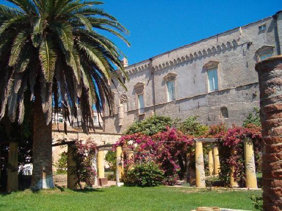 Vasto, Italy: Promenade on Loggia Amblingh
