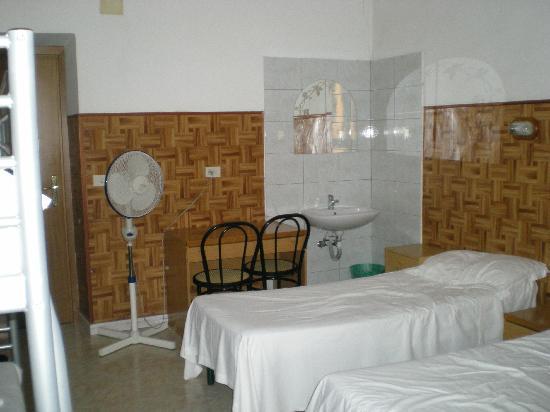 Hotel Cressy: le dortoir, vue dans l'autre sens.