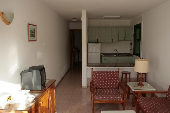 Servatur Canaima Apartments: The living room from the doors.