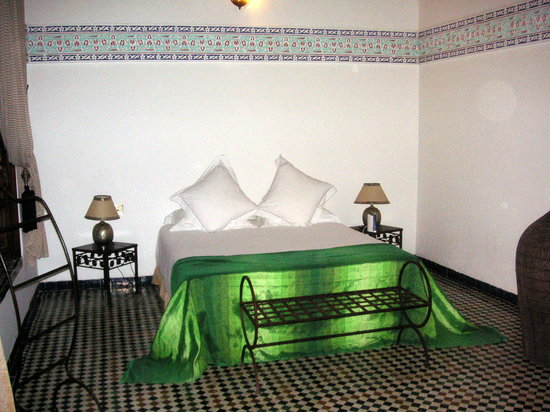 Riad Laaroussa Hotel and Spa: Le lit de la suite verte