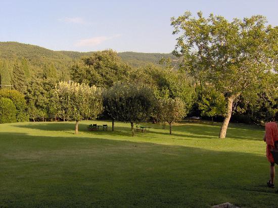 La Foce: Garden
