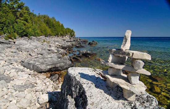 Tobermory, Kanada: The Inukshuk is a man-made stone landmark used by native peoples which was used to mark trails