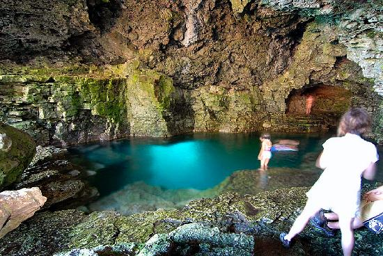 Tobermory, Kanada: The Grotto, an underwater cave within Bruce Peninsula National Park
