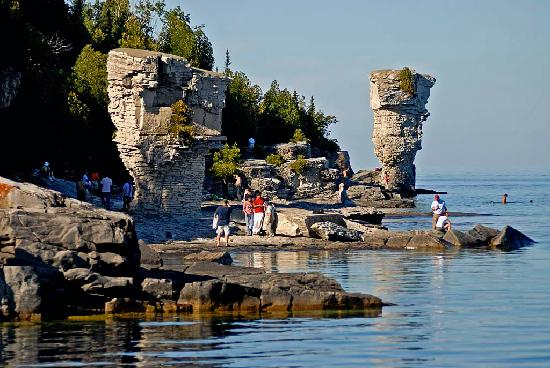 Tobermory, Canada: Flower Pot island, as viewed from the Great Blue Heron during our tour