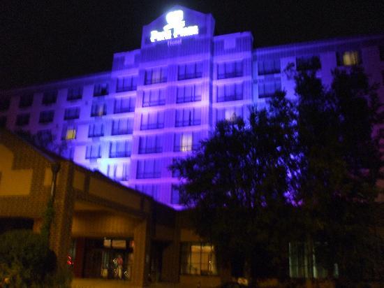 Park Plaza Bloomington: nighttime view