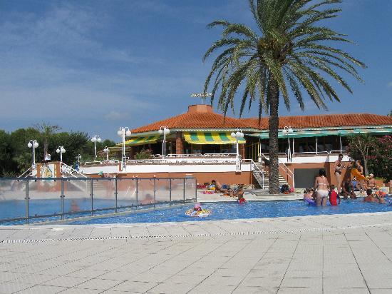 El Delfin Verde: The baby pool end.