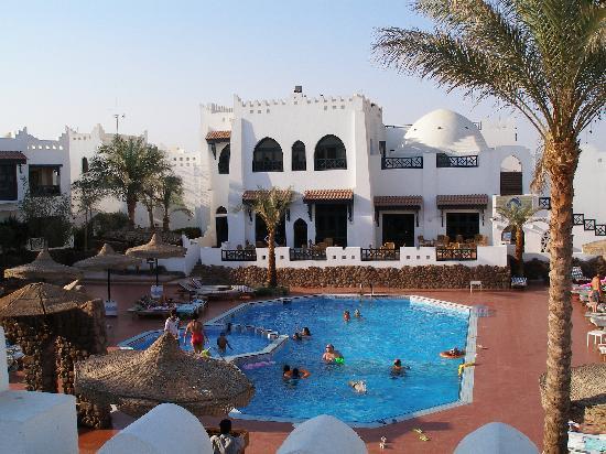 Al Diwan Resort: Main Pool area