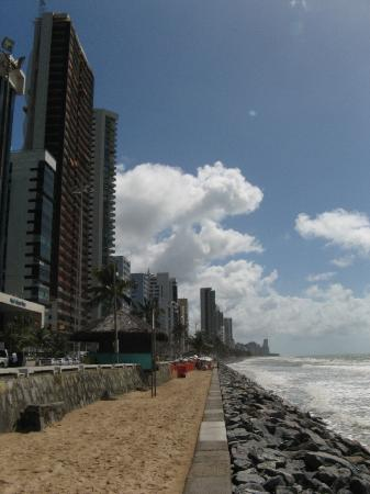 Boa Viagem Praia Hotel : view from the beach in front of the hotel