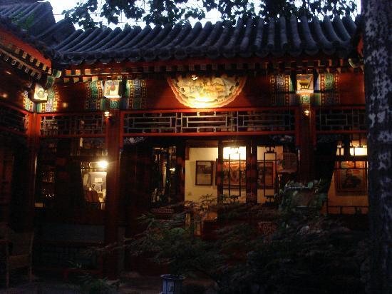 Red Capital Residence : Lovely, serene courtyard