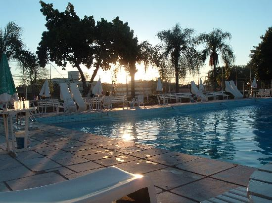 Dom Pedro I Palace Hotel: Arardecer en piscina