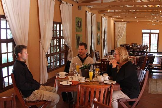 Chimp Eden Boutique Hotel: Sharing a cup of joe and conservation-minded fodder