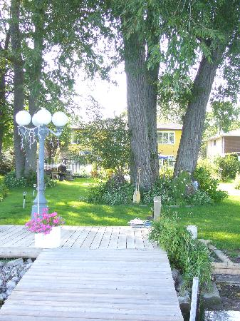 Brasscranes Bed & Breakfast: Garden and house - View from the dock